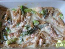 Zapiekanka z makaronem, łososiem