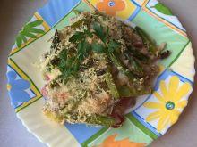 Zapiekanka ziemniaczana ze szparagami i szynką