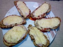 Zapiekanki z chleba a'la pizza