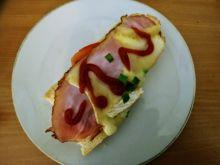 Zapiekanki z szynką i serem pleśniowym