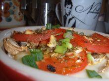 Zapiekany camembert z pieczarkami i pomidorem