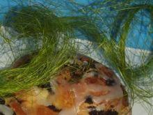 Zawijane bułki drożdżowe polane lukrem