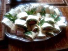Zawijaski z salami i szpinakiem
