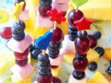 Słodkie koreczki owocowe