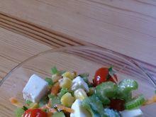 Zdrowa i kolorowa sałatka