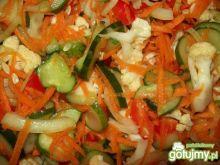 Zdrowa i kolorowa sałatka z kalafiorem