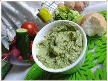 Zdrowa pasta z zielonej sałaty i jajka