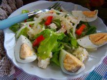 Zdrowa sałata z jajkiem