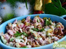 Zdrowa sałatka warzywna z kaszą