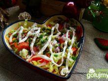 Zdrowa sałatka z oliwkami