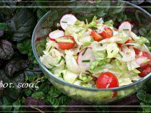 Zdrowa sałatka z sałaty lodowej