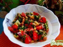 Zdrowa sałatka z soi i pomidorów