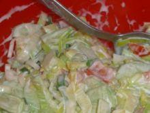 Zdrowa sałatka z warzywami