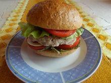 Zdrowy domowy burger z dodatkami