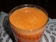Zdrowy sok marchewkowy
