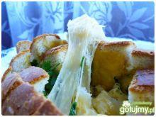 Źdźbła chlebowe z ciągnącym serem