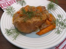 Żeberka duszone w sosie cebulowo-marchewkowym