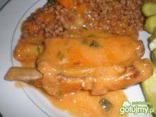 Żeberka w sosie pomidorowo- chrzanowym