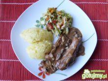 Żeberka wieprzowe w pieczarkowym sosie