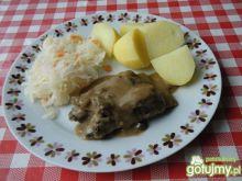 Żeberka wieprzowe w sosie grzybowym