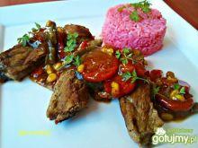 Żeberka z warzywamii różowym ryżem