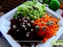 Zestaw surówek z sosem z ziarnami
