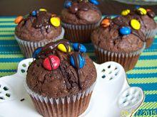 Ziarenkowe muffinki czekoladowe z M&M's