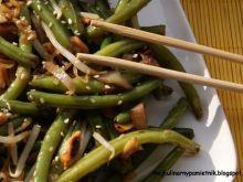 Zielona fasolka szparagowa z orzeszkami