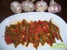 Zielona fasolka szparagowa z pomidorami
