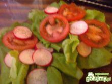 Zielona kanapka z pomidorem