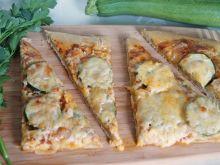 Zielona pizza z cukinią
