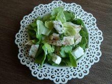 Zielona sałata z czosnkowym kurczakiem i fetą
