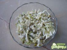 Zielona surówka z kapusty pekińskiej