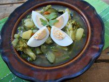 Zielona zupa z jajkami