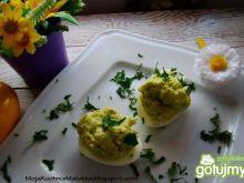 Zielone awokadowe jajeczka