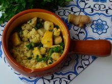 Zielone curry z rybą i warzywami na kuskusie