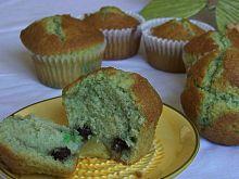 Zielone muffinki z owocową niespodzianką
