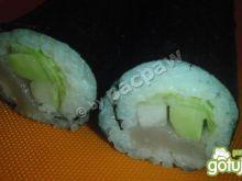 Zielone sushi maki z bryndzą i mieczniki