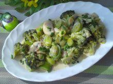 Zielone warzywa w sosie serowo- śmietanowym