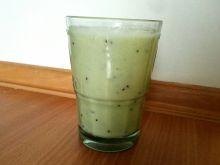 Zielony koktajl kiwi-gruszka-banan