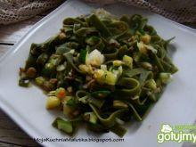 Zielony makaron z pieczarkami i cukinią