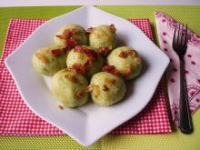 Ziemniaczano-szpinakowe knedle z pieczarkami