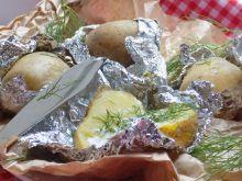 Ziemniaczki z grilla podane z masłem i koperkiem