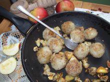 Ziemniaczne kluski z jabłkiem i orzechami
