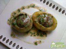 Ziemniaki i kalarepy faszerowane mięsem