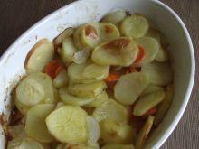 Ziemniaki pieczone z marchwią i cebulą