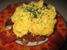 Ziemniaki pod jajeczną pierzynką