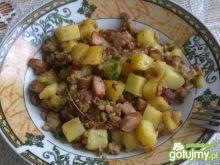 Ziemniaki smażone z mięsem i majerankiem