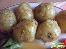 Ziemniaki w mundurkach z masłem i koperk