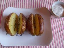 Ziemniaki w mundurkach z sosem koperkowym